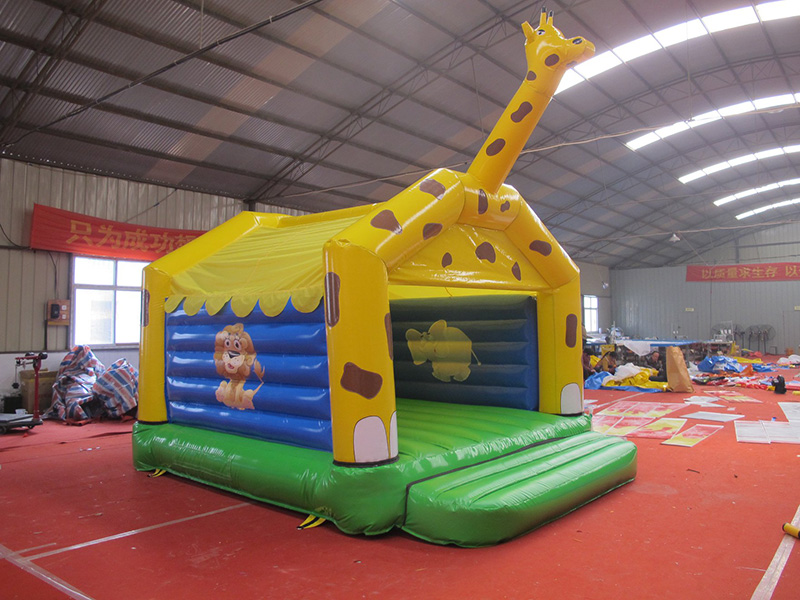 dream garden Giraffe Cartoon 0.55mm Thickness OEM Inflatable Bounce Castle For Children And Adults Factory