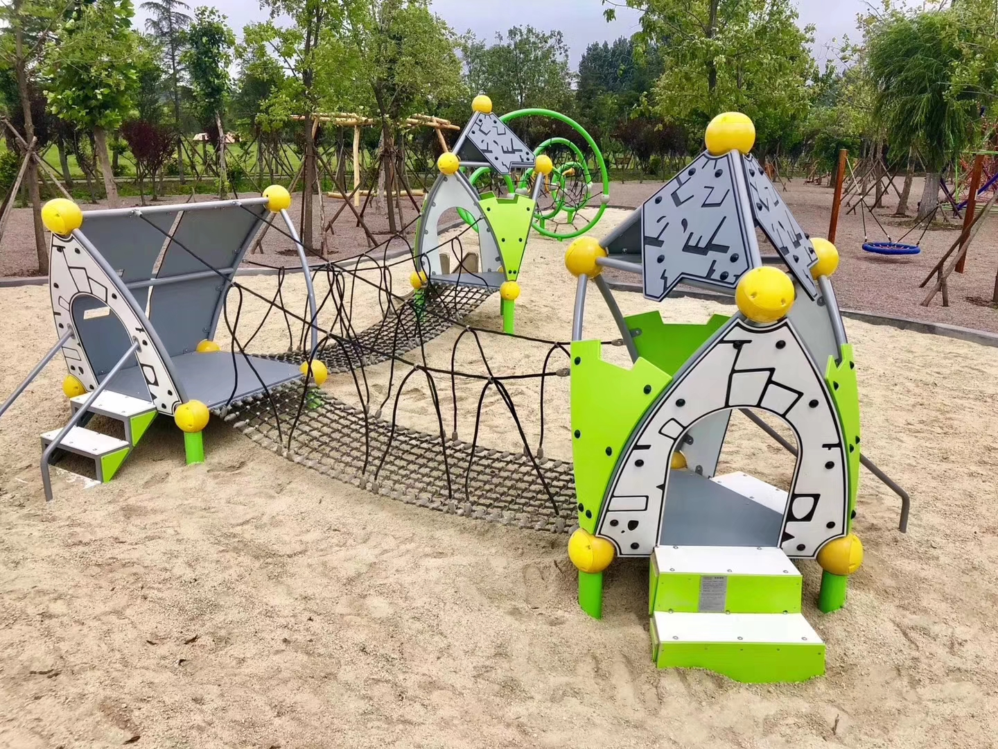 COMMERCIAL INDOOR AND OUTDOOR PLAYGROUND EQUIPMENT