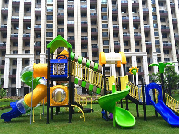 How to safely introduce young children to risky play?
